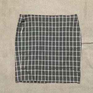 Elle XL plaid black mini skirt